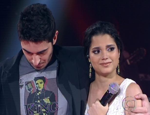 "Gustavo Fagundes e Ana Rafaella esperam o resultado dos votos do público na quarta semifinal do ""The Voice Brasil"" (25/11/12)"