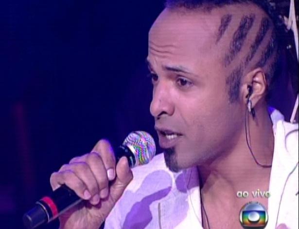 """Júnior Meirelles canta  ?Sangrando?, de Gonzaguinha, na quarta semifinal do """"The Voice Brasil"""" (25/11/12)"""