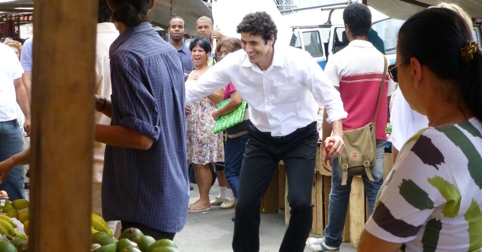 """Mariana Ximenes e Reynaldo Gianecchini gravam cenas de """"Guerra dos Sexos"""", no Rio de Janeiro (21/11/12)"""