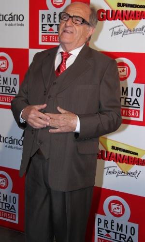 O ator Ary Fontoura posa na chegada ao Prêmio Extra de Televisão, que acontece nesta terça (27), no Rio de Janeiro 27.nov.2012