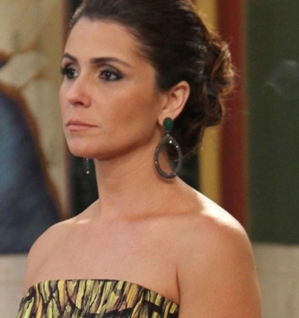O brinco com pedra verde usado pela personagem Heloísa (Giovanna Antonelli) no casamento de Drika (Mariana Rios) é um dos mais pedidos pelos telespectadores