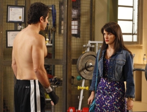 """Em """"Guerra dos Sexos"""", Carolina pressiona Ulisses e diz que ele terá que dar jeito em Zenon (28/11/2012)"""