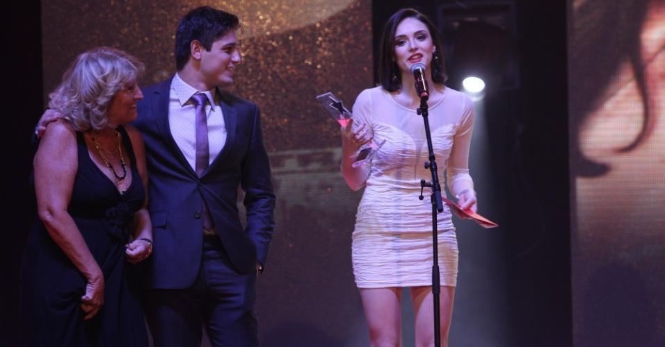 Isabelle Drummond recebe o prêmio de Ídolo Teen no Prêmio Extra de Televisão, no Rio de Janeiro 27.nov.2012