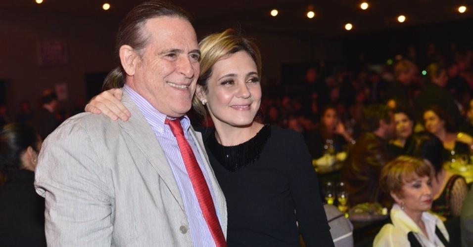 José de Abreu e Adriana Esteves no Prêmio Extra de Televisão, no Rio de Janeiro 27.nov.2012