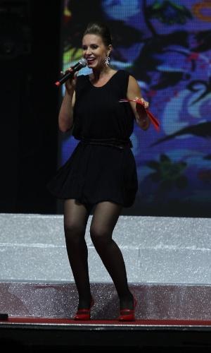 Paula Burlamaqui dança no Prêmio Extra de Televisão, no Rio de Janeiro 27.nov.2012