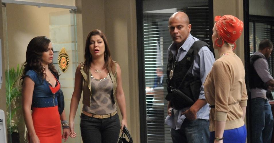 """Em """"Balacobaco"""", Diva e Dóris se desesperam ao saber da prisão de Cremilda"""