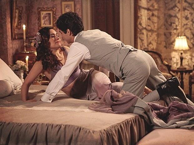 """Em """"Lado a Lado"""", Fernando dorme com Catarina e joga na cara da cantora que só a usou (30/11/12)"""