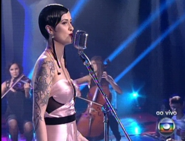 "Bella Stone canta ?Feeling Good?, de Nina Simone, na quinta semifinal do ""The Voice Brasil"" (2/12/12)"