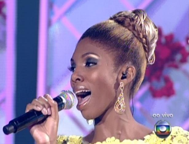 """Késia Estácio canta Um Dia de Domingo', de Gal Costa, na quinta semifinal do """"The Voice Brasil"""" (2/12/12)"""