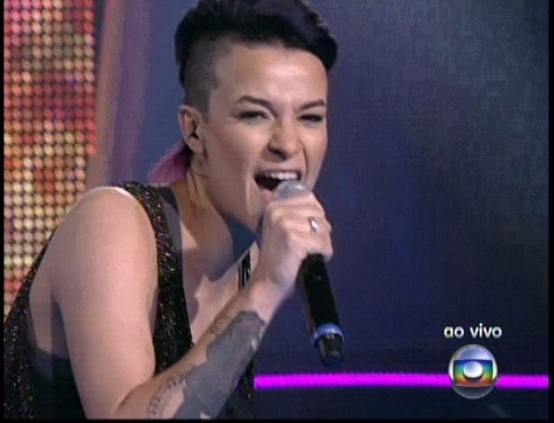"Maria Christina canta ""Me Adora"", de Pitty, na quinta semifinal do ""The Voice Brasil"" (2/12/12)"