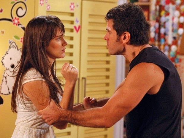 """Em """"Guerra dos Sexos"""", Carolina tenta seduzir Ulisses e leva um fora (3/12/12)"""
