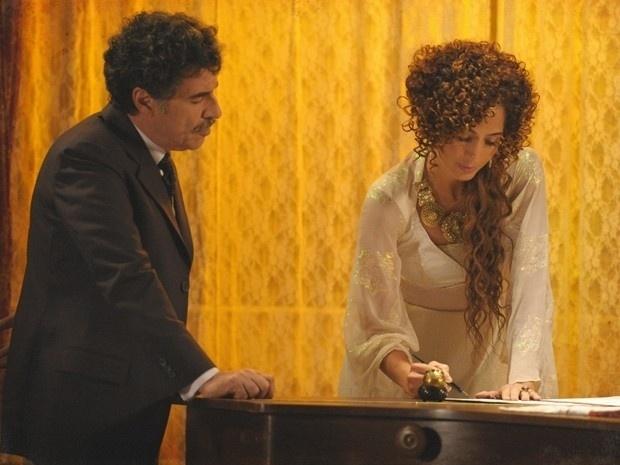 """Em """"Lado a Lado"""", Isabel compra o Teatro Alheira (3/12/12)"""
