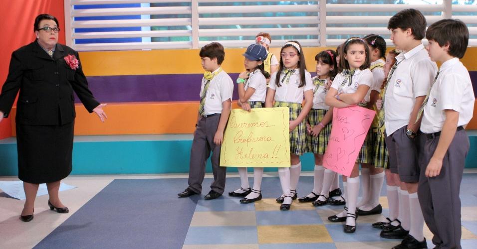 """Em """"Carrossel"""", crianças fazem manifestação e exigem que Helena volte a dar aulas para o 3° ano (4/12/12)"""
