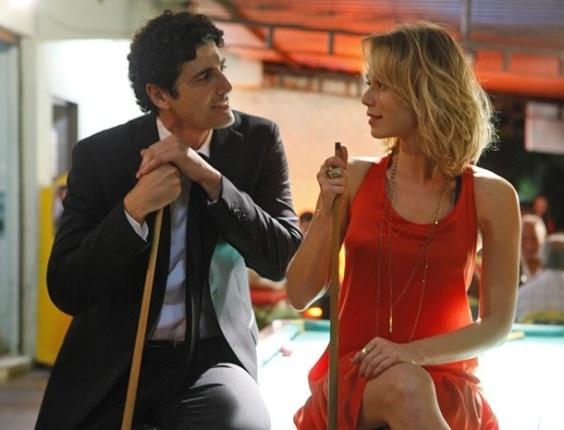 """Em """"Guerra dos Sexos"""", Nando e Juliana saem para jogar sinuca (4/12/12)"""