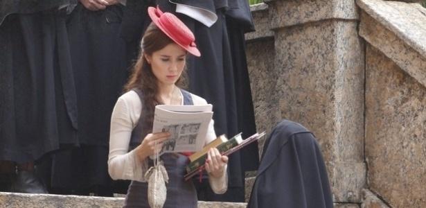 """Em """"Lado a Lado"""", madre descobre que Laura é divorciada e a demite (5/12/12)"""