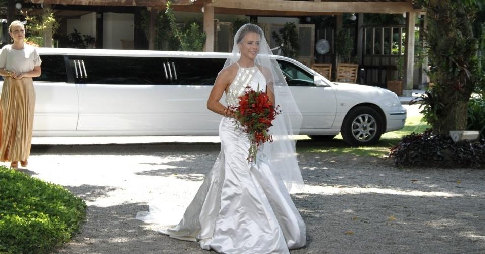 """6.dez.2012: Juliana Silveira grava cena de casamento de """"Balacobaco"""" em sítio no Rio de Janeiro. A personagem Isabel se casa com Norberto e é enganada"""