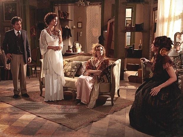 """Em """"Lado a Lado"""", Isabel cede o lugar de atriz de Diva para Neusinha (8/12/12)"""