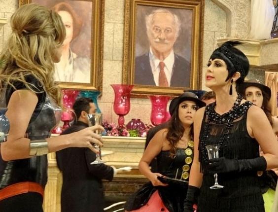 """Em """"Guerra dos Sexos"""", desconfiada de Vânia, Manoela arma barraco na festa e dá um tapa na cara da loira"""