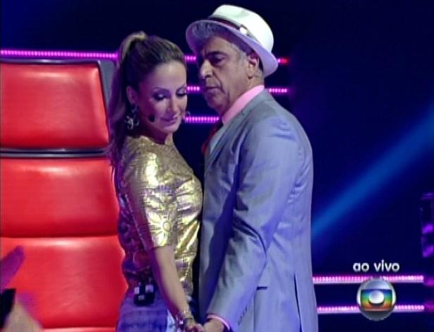 """Claudia Leitte e Lulu Santos dançam durante apresentação de Daniel na última semifinal do """"The Voice Brasil (9/12/12)"""
