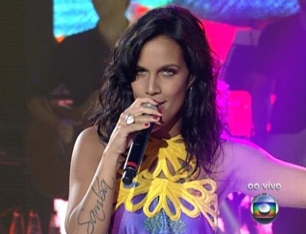 """Ju Moraes canta """"Sorte"""", de de Gal Costa e Caetano Veloso, na sexta semifinal do """"The Voice Brasil"""" (9/12/12)"""