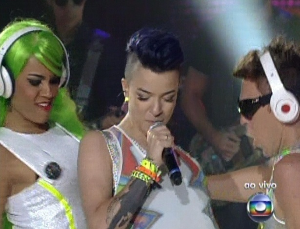 "Maria Christina canta ""Stereo"", de Ana Carolina, na sexta semifinal do ""The Voice Brasil"" (2/12/12)"