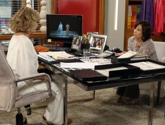 """Em """"Guerra dos Sexos"""", Roberta fica abismada ao saber que Carolina pode ser espiã de Otávio"""