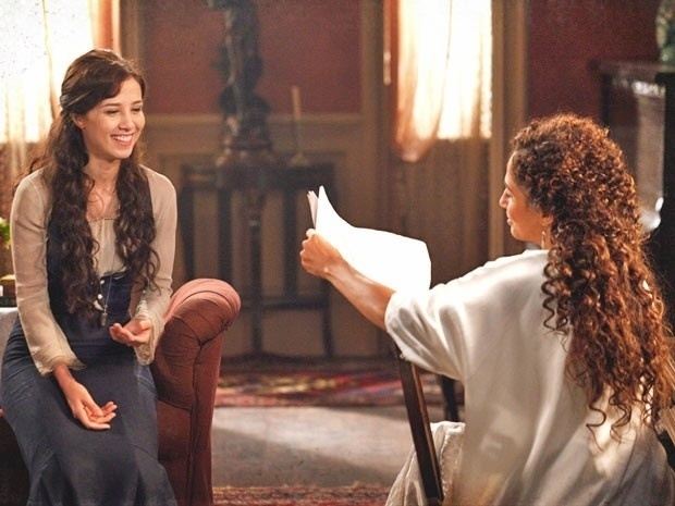 """Em """"Lado a Lado"""", Laura elogia jornalista misterioso, sem saber que é Edgar"""