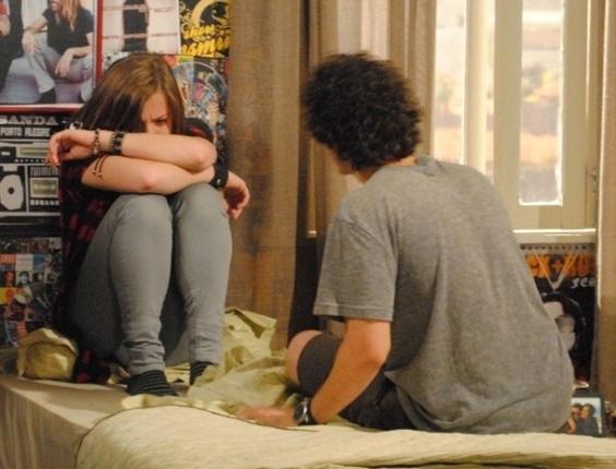 """Em """"Malhação"""", Lia tem ataque e desiste de viagem com Dinho: """"Sai da minha vida!"""""""