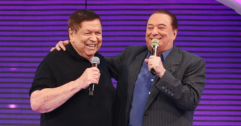 15.dez.2012 - Raul Gil recebe Boni em seu programa