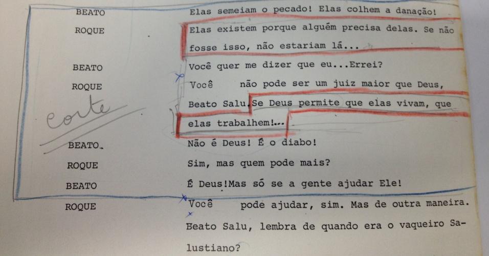 """Censores pedem corte em diálogo da novela """"Roque Santeiro"""" (1985) em que Roque (José Wilker) tenta convencer o pai da importância social das prostitutas"""