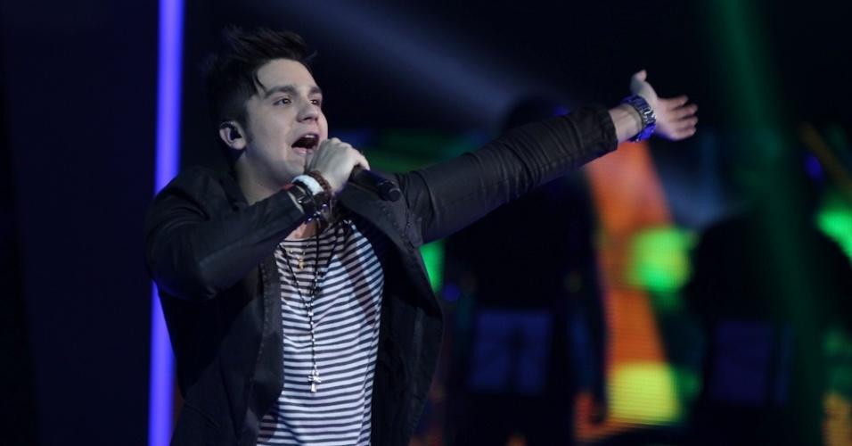 """13.dez.2012 - Luan Santana faz show durante a final do """"Ídolos"""""""