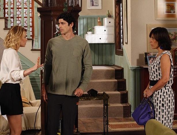 """Em """"Guerra dos Sexos"""", Nando tenta se declarar para Juliana, mas Roberta atrapalha"""