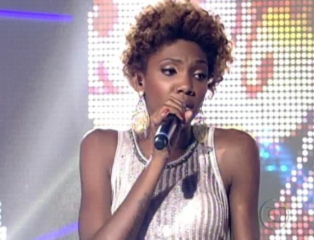 """16.dez.2012 - Késia Estácio canta """"Sinais de Fogo"""", de Preta Gil na final do """"The Voice Brasil"""""""