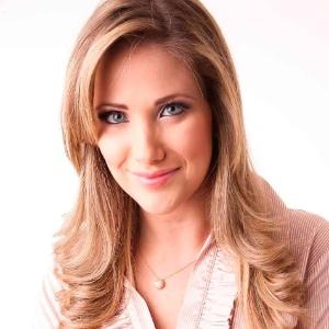 """A jornalista Érica Reis que irá apresentar o """"Leitura Dinâmica"""" da RedeTV! (16/12/2012)"""