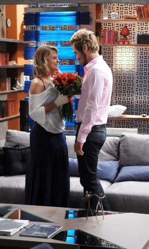 """Em """"Balacobaco"""", Isabel tem alta do hospital, mas Norberto não a deixa trabalhar"""