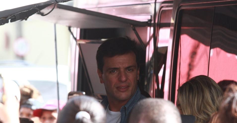 """Rodrigo Lombardi grava cena de """"Salve Jorge"""" nas ruas de Jacarépagua, no Rio"""