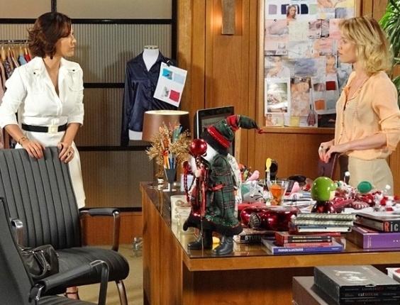 """Em """"Guerra dos Sexos"""", Manoela consegue emprego na Charlô's e fica na cola de Juliana"""