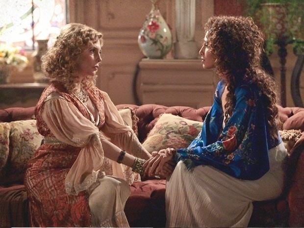 """Em """"Lado a Lado"""", Diva revela que Luciano é seu filho e pede segredo para Isabel"""