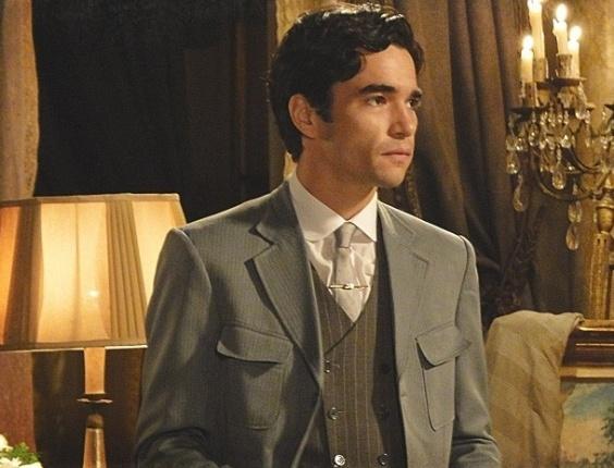 """Em """"Lado a Lado"""", Fernando fecha negócio com estrangeiros e arma para se vingar do pai"""