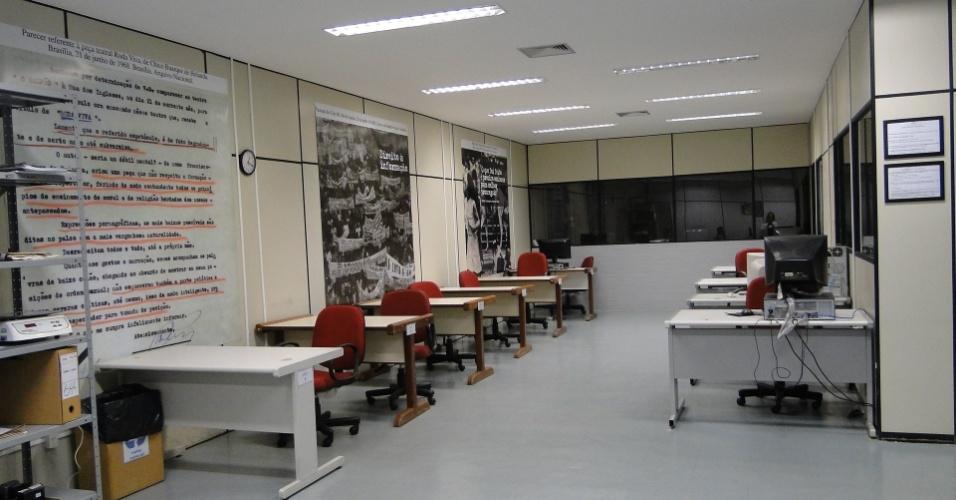 Sala de pesquisa do Arquivo Nacional, em Brasília; pesquisadores precisam marcar hora e usar luvas para manusear os documentos