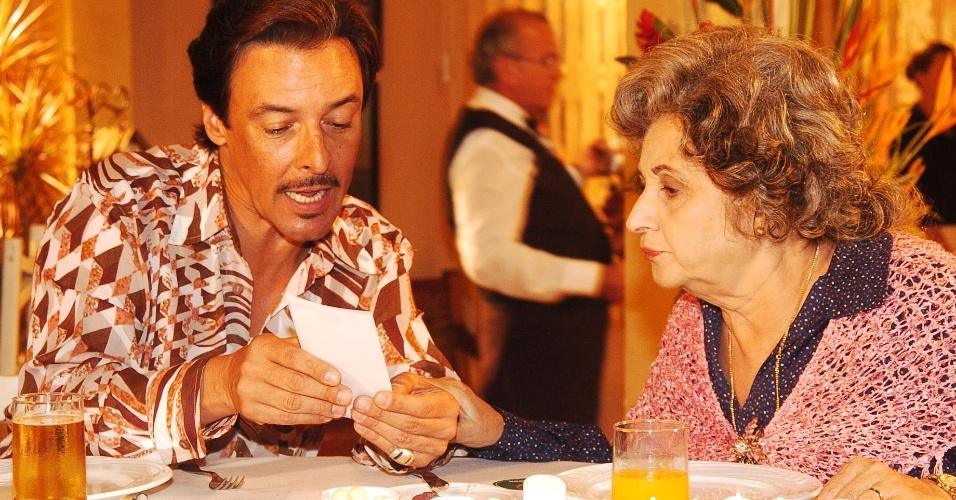 "10.mai.2005 - José Dartagnan e Thelma Reston em cena de ""A Lua Me Disse"""