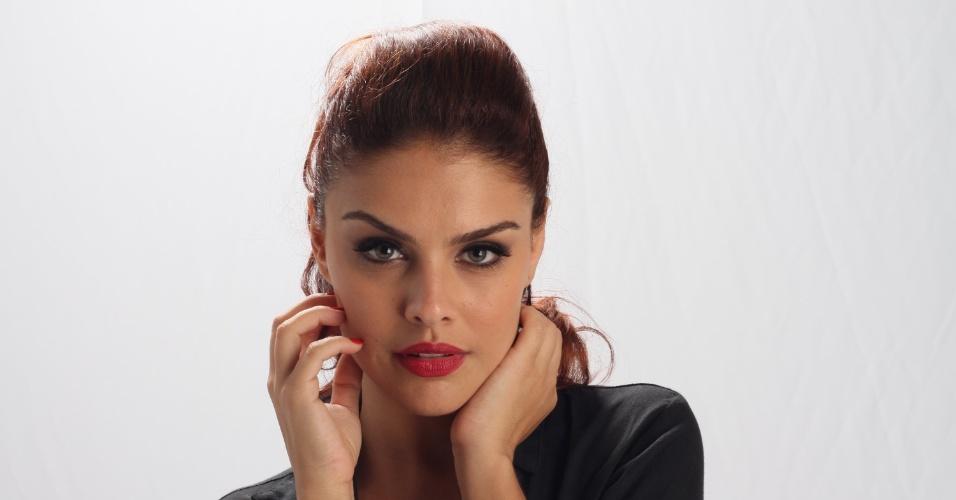 19.dez.2012 - Paloma Bernardi é a traficada Rosângela em
