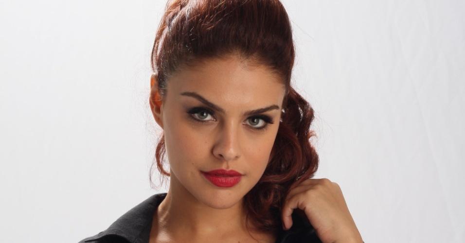 19.dez.2012 - Paloma Bernardi interpreta a traficada Rosângela em
