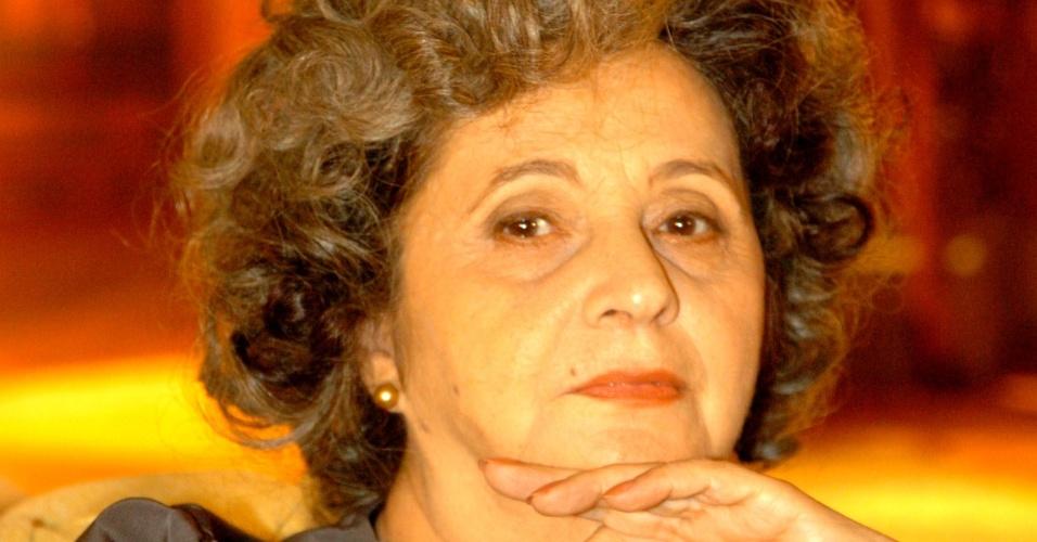 """6.abr.2005 - A atriz Thelma Reston nos bastidores da novela """"A Lua Me Disse"""", da Globo"""