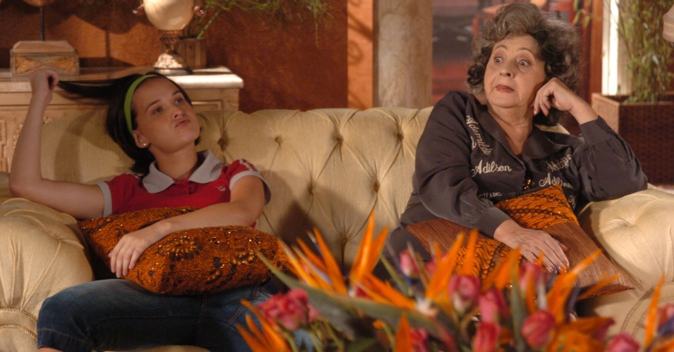 "6.abr.2005 - Fernanda Rodrigues e Thelma Reston em cena da novela ""A Lua Me Disse"""