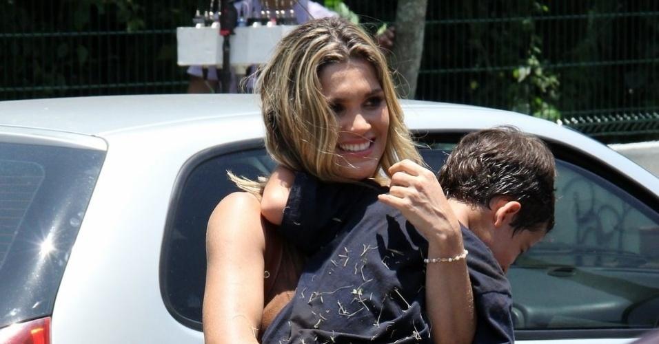 """Flávia Alessandra e Luis Felipe Mello gravam cenas de """"Salve Jorge"""" na zona oeste do Rio"""