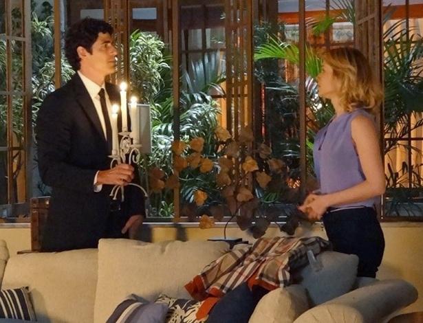 """Em """"Guerra dos Sexos"""", Nando quebra carro de propósito só para ficar a sós com Juliana"""