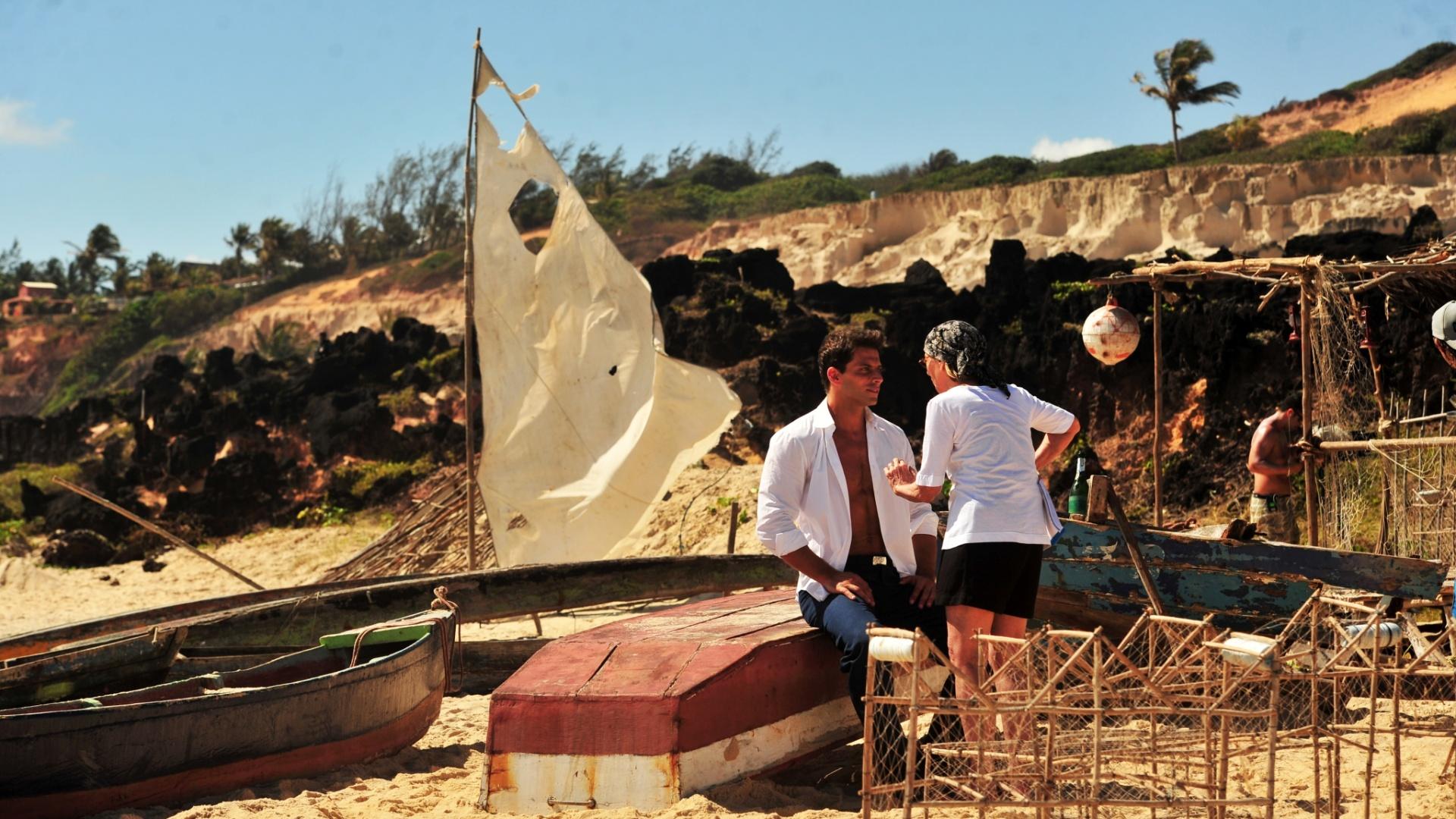 4.jan.2013 O ator Henri Castelli durante as gravações da novela