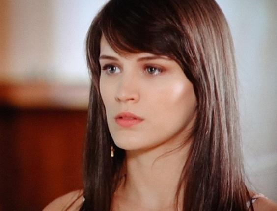 """7.jan.2013 - Em """"Guerra dos Sexos"""", Charlô culpa Carolina por confusão entre Manoela e Juliana"""