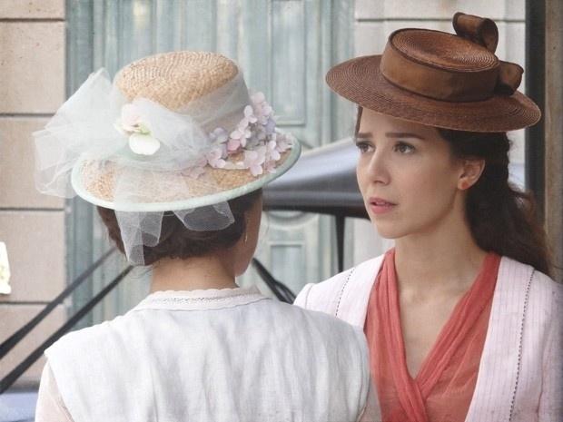 """Em """"Lado a Lado"""", Laura descobre que Catarina foi responsável por todos saberem de seu divórcio"""
